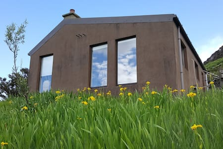 Donegal off-grid, Eco-cottage, Glencolmcille