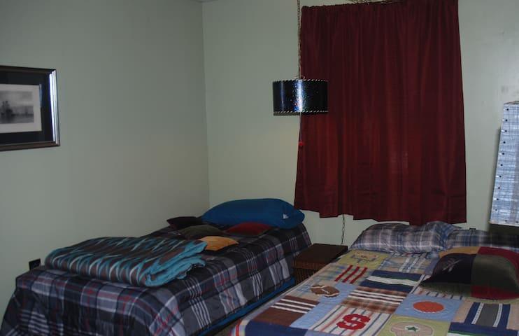 full/twin set bedroom