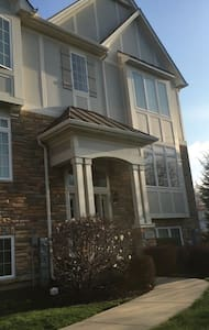 2500 SF Fully Furnished Townhouse - Carol Stream - Haus