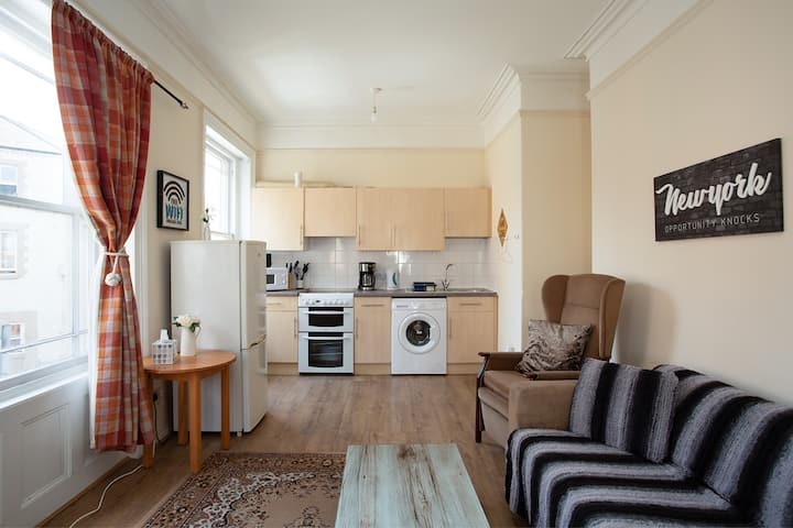 White Sapphire Flat@High Street.4 people stay 2 BR