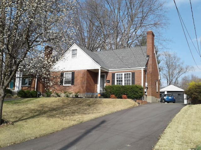 Full 3br/2b Home - Geat for Derby - Louisville - Maison