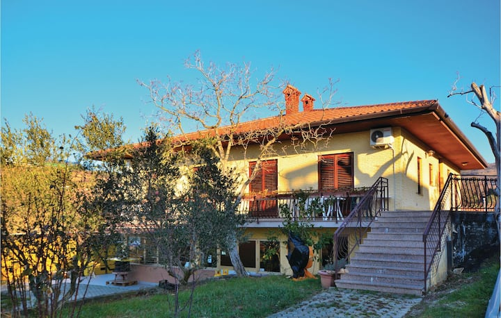 Beautiful home in Izola with WiFi and 2 Bedrooms