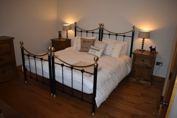 The Old Studio (Dog Friendly)  Lyonshall Lodge B&B