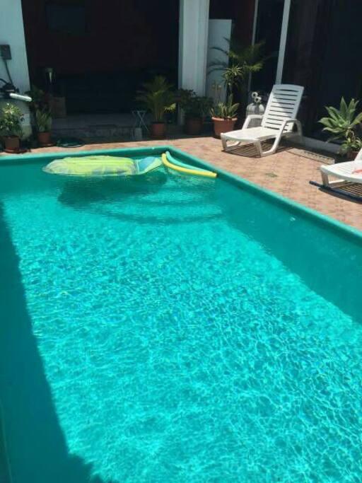 Es la piscina de la casa
