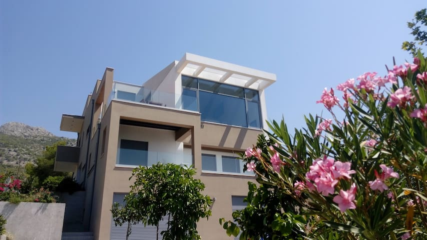 Minimale Villa, mit zauberhaftem Meerblick!