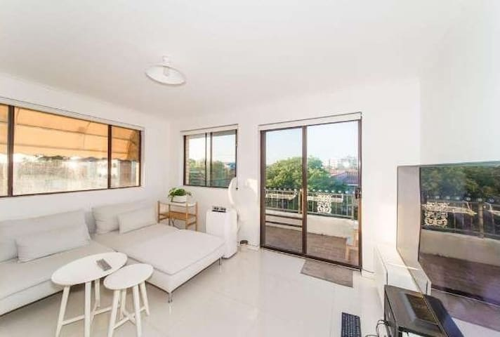 2 Beds Apart on Quiet St 3 Mins Walking to Beach