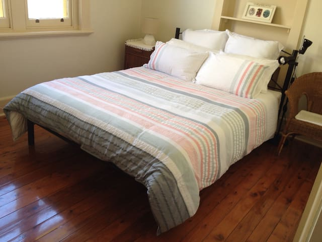 Peaceful Charm 2 - private room - Albury