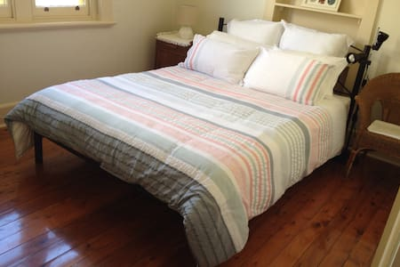 Peaceful Charm 2 - private room - Albury - Hus