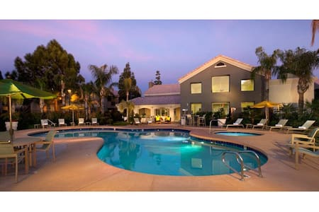 Walking distance from everything! - Chandler - Condominium