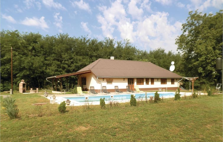 Holiday cottage with 3 bedrooms on 90 m² in Cserkeszölö