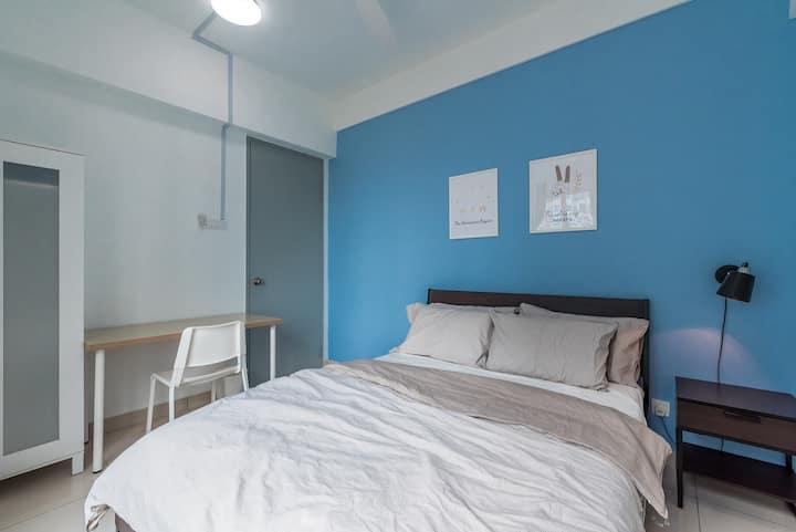 Minimalist Superior Room near Queensbay Mall