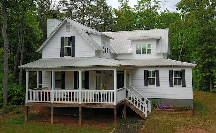 Mountain Valley Farmhouse
