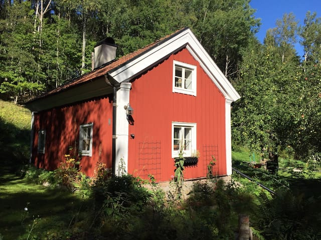 1825 cottage with modern facilaties - Nyköping - House