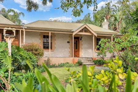Cole-Brook Cottage Historic house in McLaren Vale