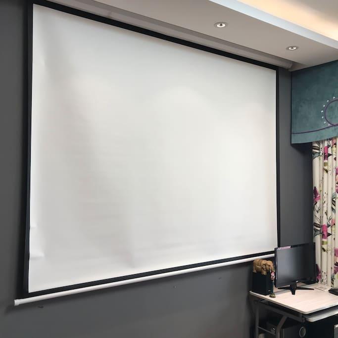 客厅配备超宽投影仪 影院级别享受 约会住宿一条龙!
