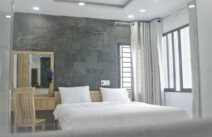 LARGE AND DELUX APARTMENT NEAR MY KHE BEACH
