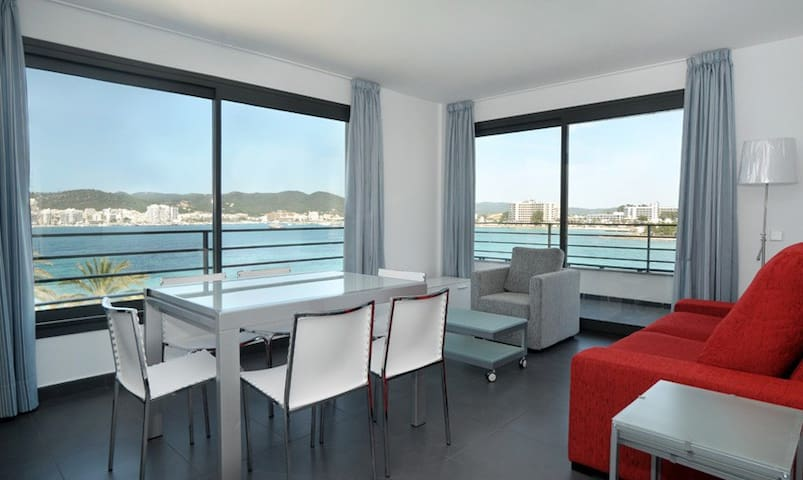 Stunning sea view room in apartment 10m from beach
