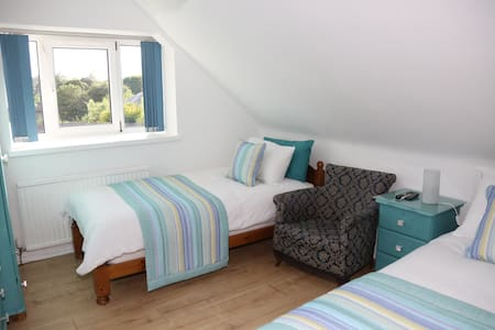Room 3 - 2 Single Beds with Shared Bathroom