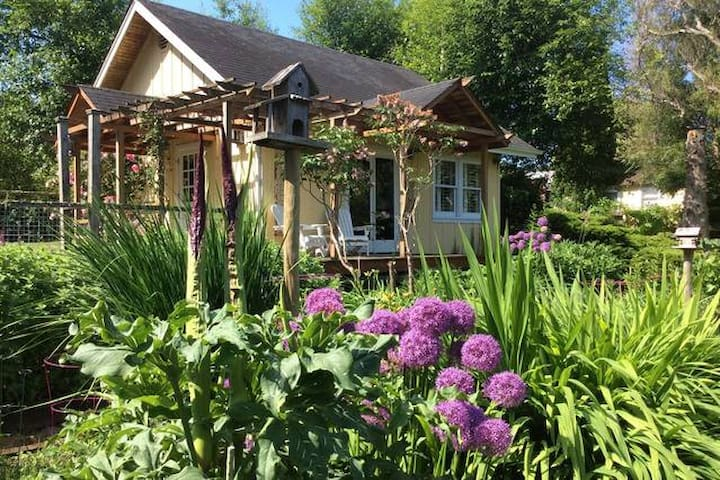 Whidbey Rose Cottage