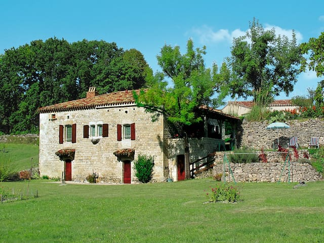 Holiday home in Belmontet