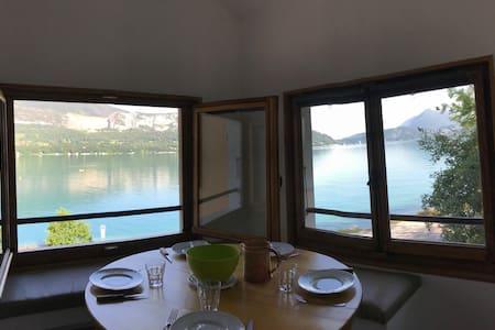 Vue directe sur le lac d'Annecy !