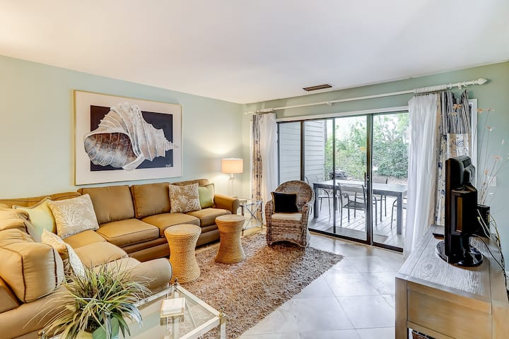 Dog-friendly condo with shared pool, tennis, beach across the street!