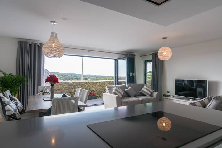 Exclusive Sea Front Apartment, Spectacular Views