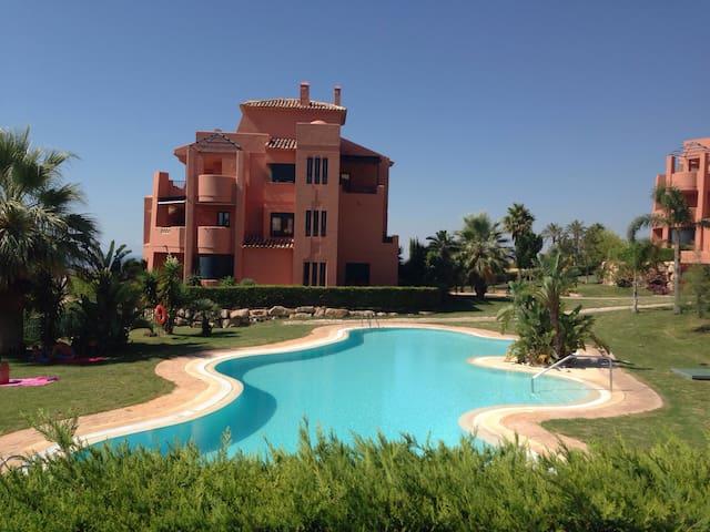 Villa apartment with a garden - Finestrat - Departamento