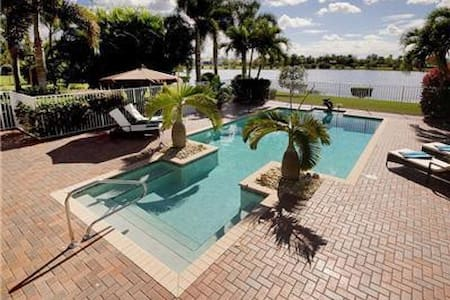 Dolphins in Paradise Villa - Reduced Jan-Feb 2017! - Palm City