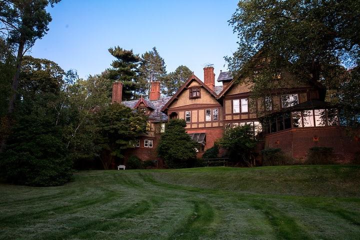 Shadowbrook Manor - 1890's gem