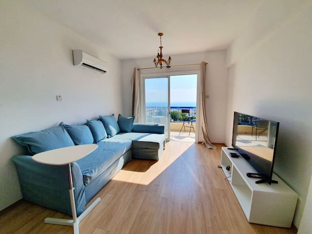 Luxury 2 Bedroom Flat - King Bed & Sea View ☀️