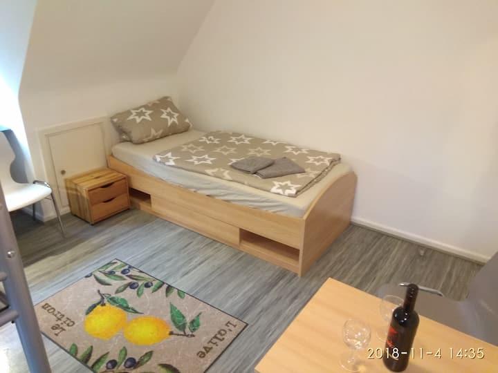 Schöne Zimmer near Airport und  A7, A23 und MCH