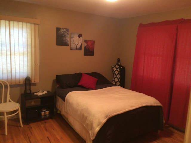 Single bedroom in cozy house. - Minneapolis