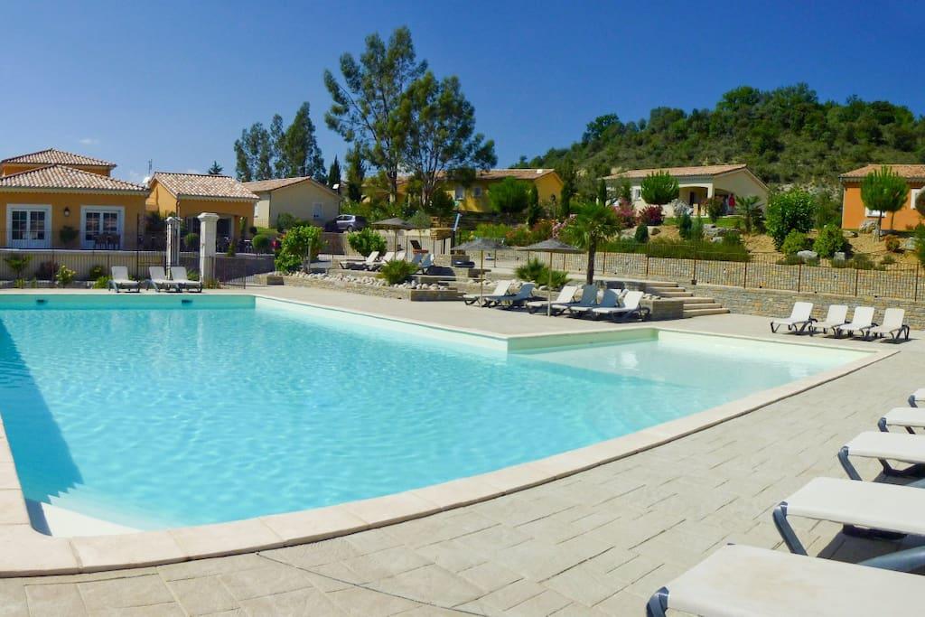 Villa ind pendante piscine chauff e et jacuzzi villas - Piscine couverte st maurice ...