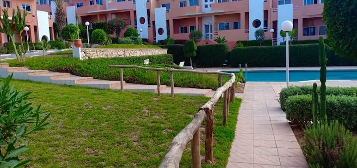 bel appartement sur la plage et piscine