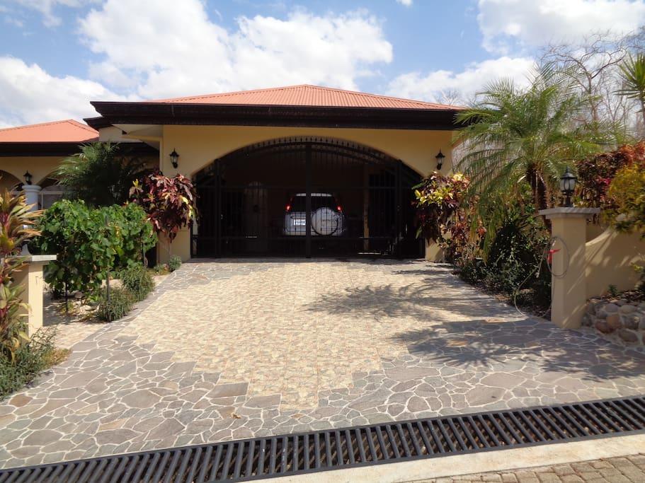 Outdoor entrance view to villa