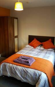 A Fantastic Double Room with en-suite shower room - Derby
