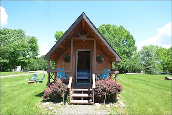 Hand Hewn Log Cottage ~ Handicapped Accessible