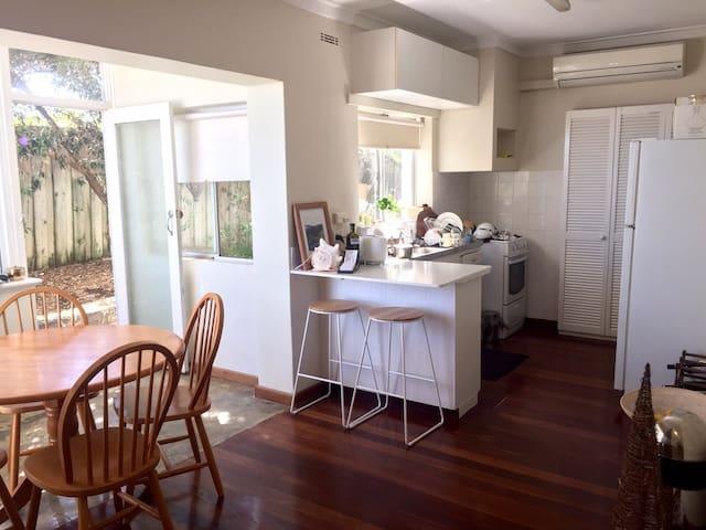 Charming Cottesloe Beach Apartment - Cottesloe - Wohnung