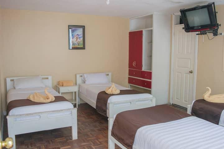 Habitación cuádruple N°19 para cuatro (4) personas