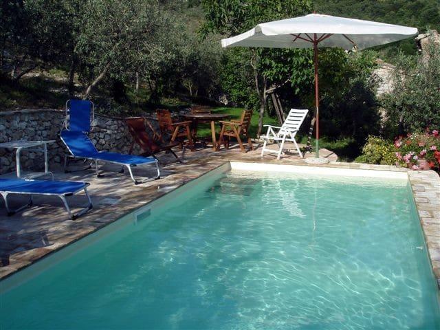 Antico Casale in pietra con piscina con vista - Campello Alto - Casa