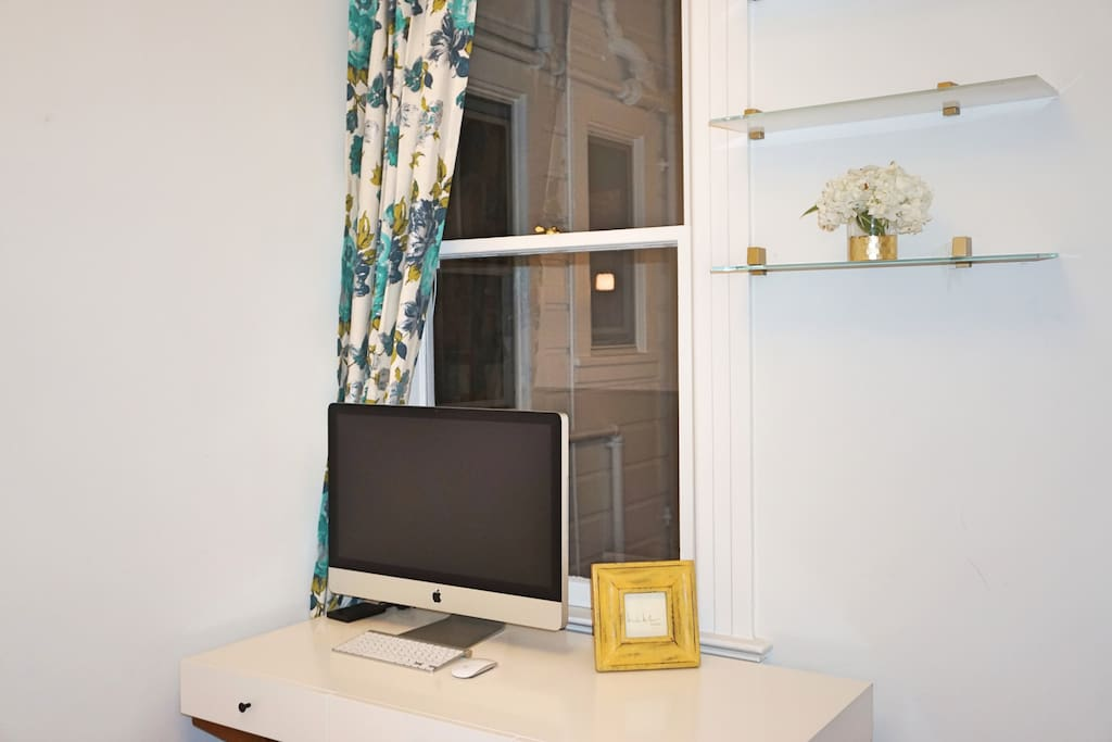 Desk in the guest bedroom
