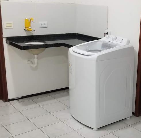 Máquina de lavar, varal (área comum)