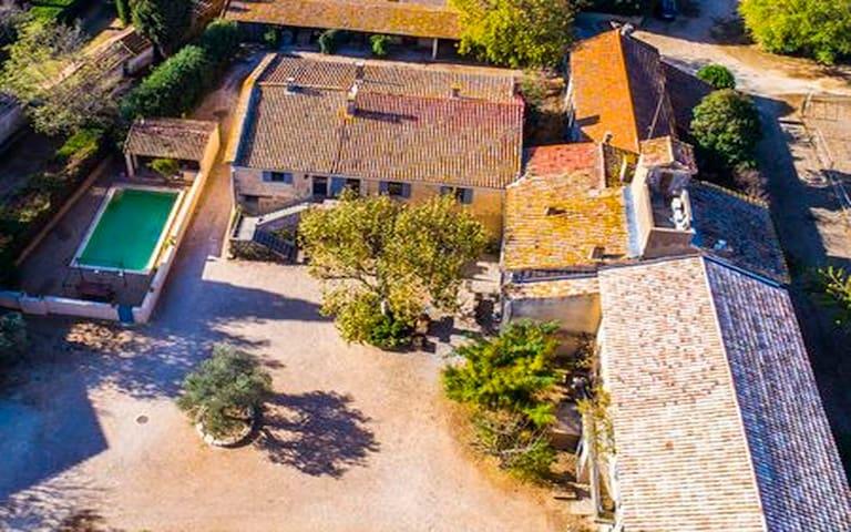 Gite du Caveau- Domaine en  Camargue-Piscine