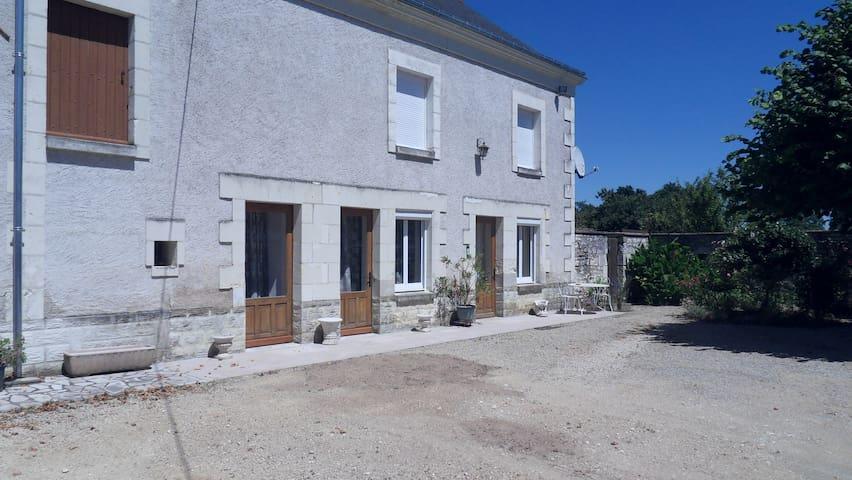 maison restaurée - bien ensoleillée - calme - Anché - Casa