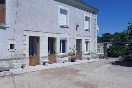 maison restaurée - bien ensoleillée - calme - Anché - Hus