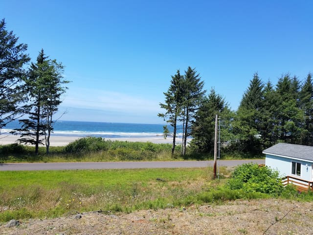 Pacific Ocean front home located in Neah Bay