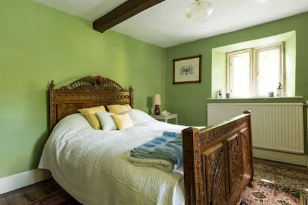 Character Bedroom In Glos Handy Cheltenham Races - Wotton-under-Edge - Bed & Breakfast
