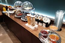 Delice Serviced Appartments - Continental Buffet Breakfast with Greek Season products is served daily, from 07.15am until 10.30am.