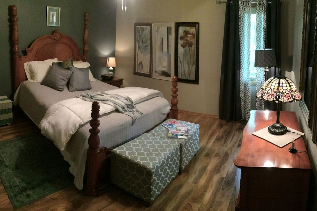 Master ensuite/shower, Tempurpedic cloud mattress, w/remote. View of woods from window.